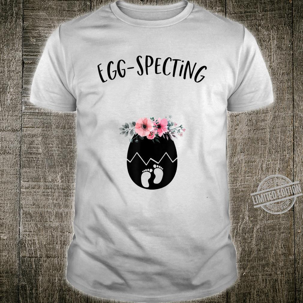 Cute Eggspecting Easter Pregnancy Announcement for Mom To Be Shirt
