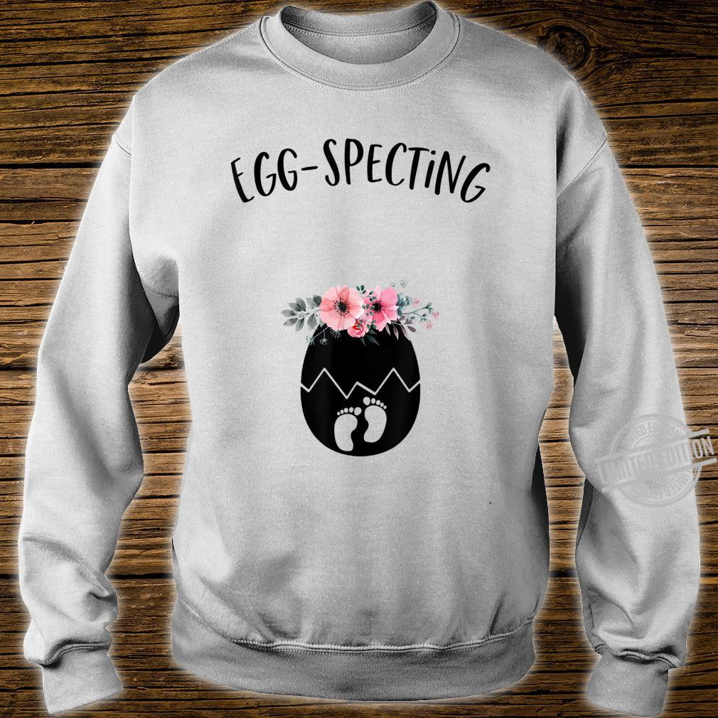Cute Eggspecting Easter Pregnancy Announcement for Mom To Be Shirt sweater
